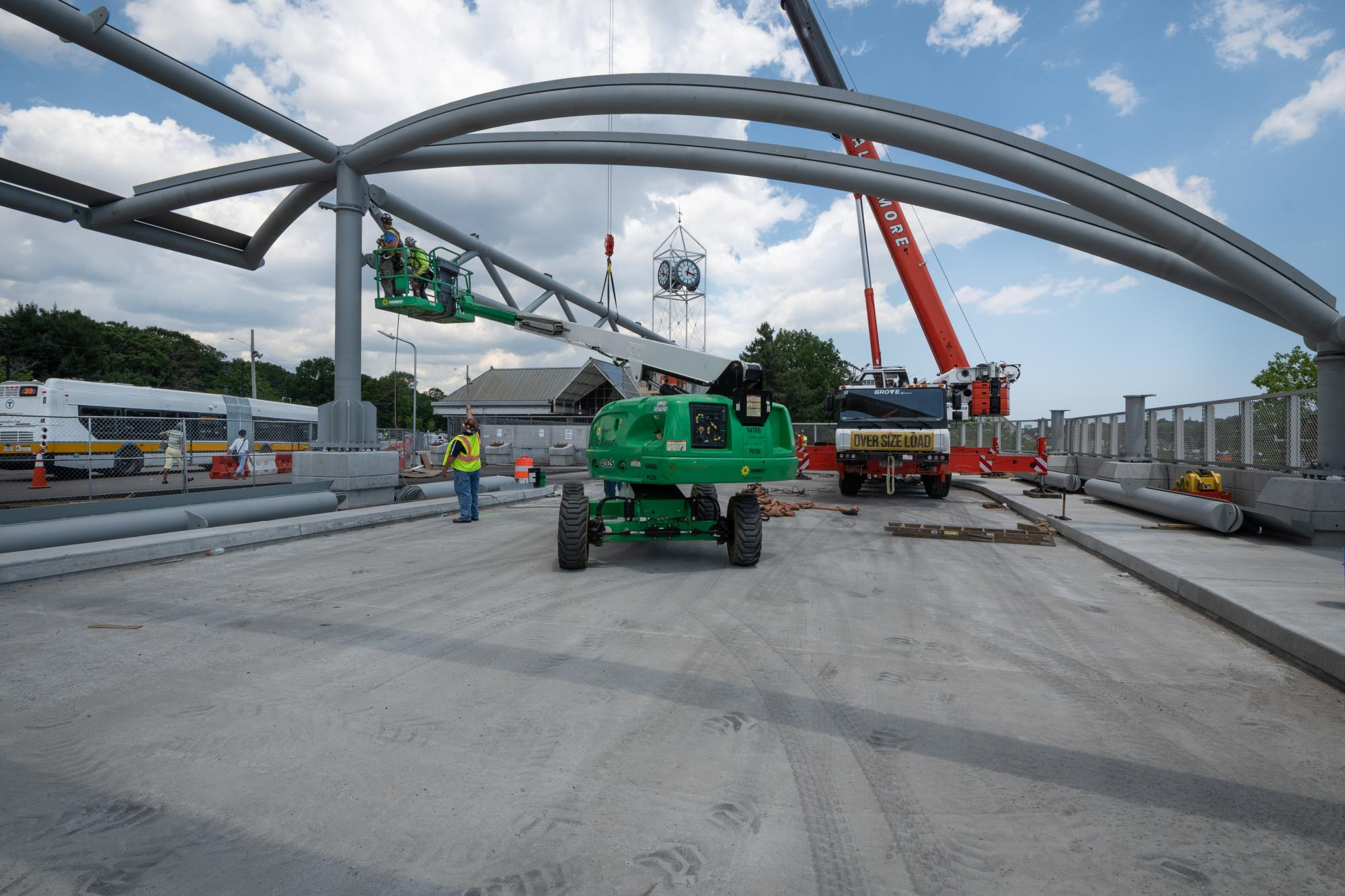 Construction on upper busway canopy at Forest Hills (June 21, 2018)