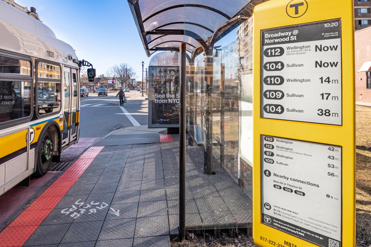 A close up of an E Ink sign at the Broadway bus stop in Everett