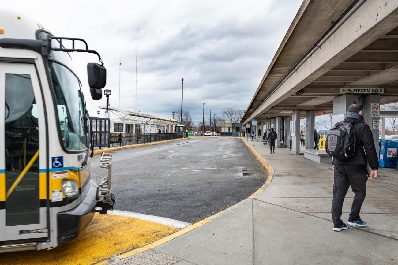 A bus pulls up to the curb at Wellington Station's renovated upper busway (January 15, 2019)