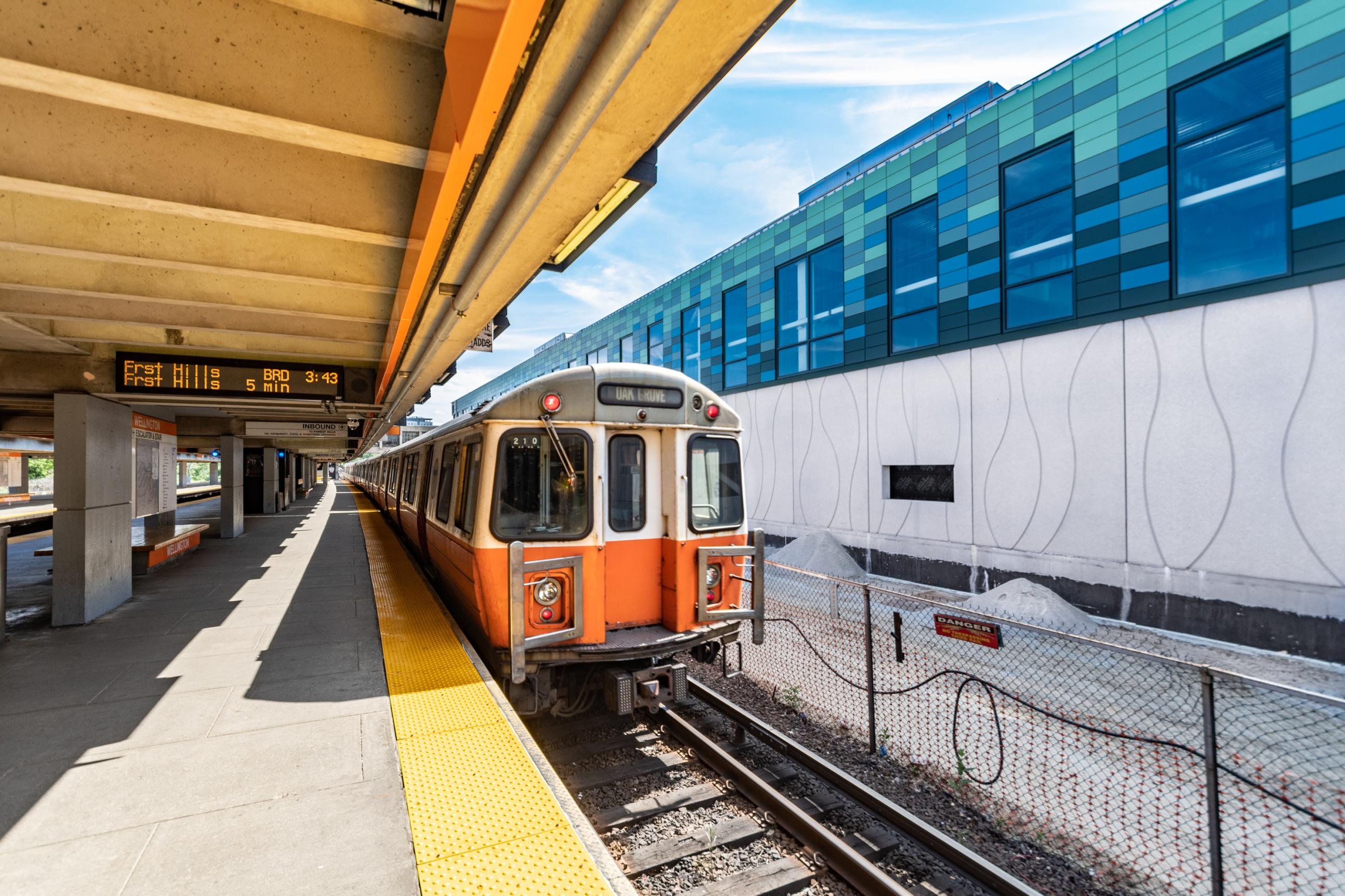 Orange Line train at Wellington